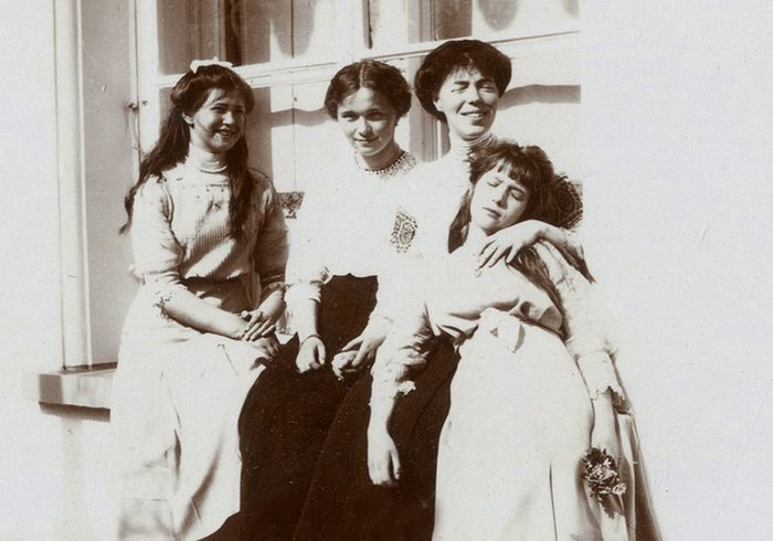 Olga Alexandrovna and her nieces, Princesses Olga, Maria and Anastasia at Tsarskoye Selo, 1913.