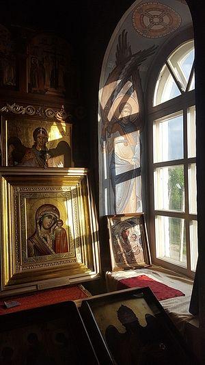 С возрождением обители в Михайловскую пустынь прибывают святыни. Некоторые иконы специально для обители написаны греческими монахами. Фото: Архив Свято-Михайло-Афонского монастыря