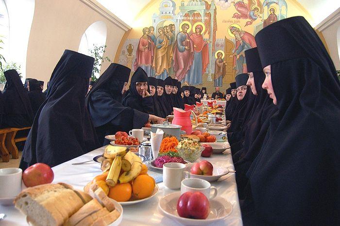 Трапеза в женском монастыре