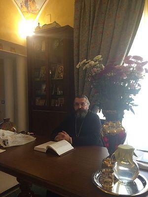 Протоиерей Андрей Бойцов в своем кабинете на подворье