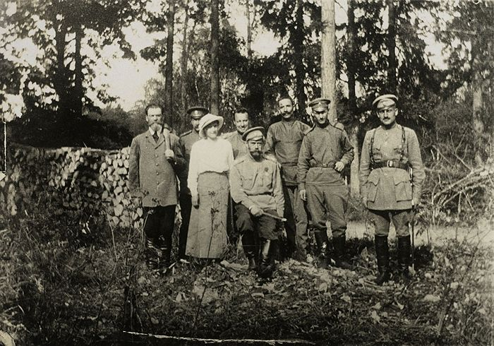 Nicholas II with his family in Tsarskoe Selo after his abdication. 1917. Photo: Public domain