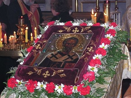 The icon prepared for veneration. Photo: www.stnicholascenter.org