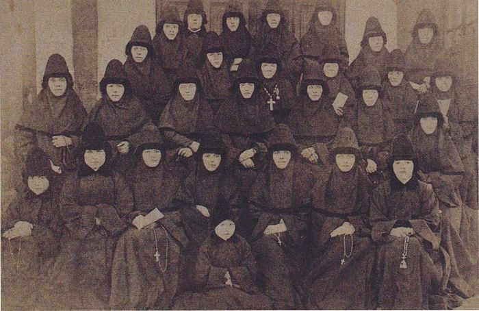 The nuns of the Convent of the Nativity of the Mother of God just before 1917.