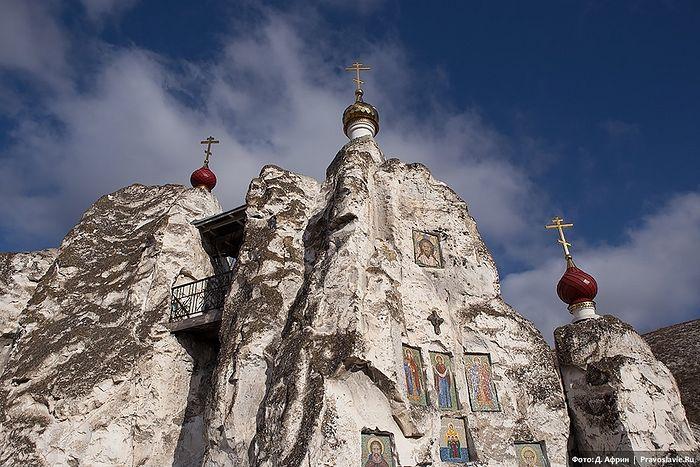 Спасский женский монастырь в Костомарово Воронежской области.