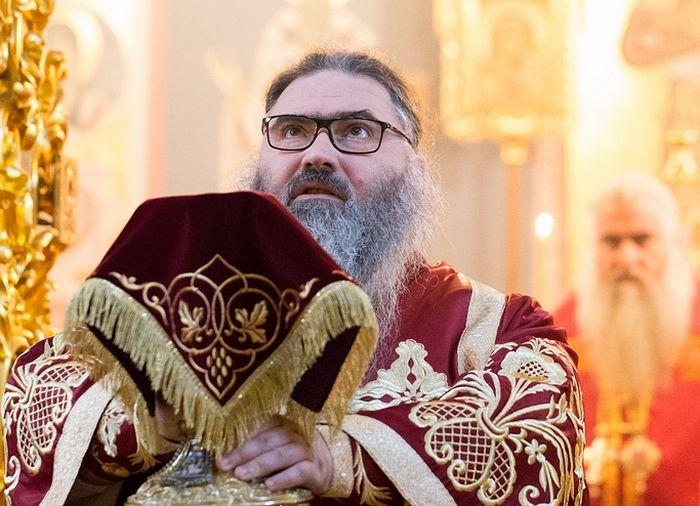 Саратов. Божественная Литургия в Свято-Троицком соборе. Октябрь 2017 года