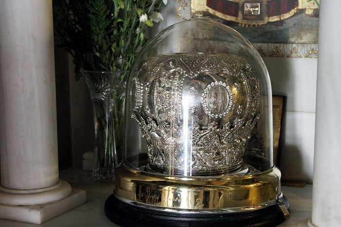 The precious head of St. Nektarios