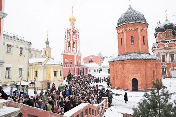 9274ba244 Первый крестный ход в новом году пройдет в центре Москвы ...