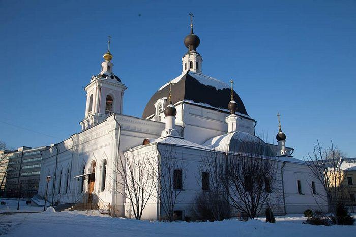 Никольский храм в Покровском, воссозданный отцом Дионисием