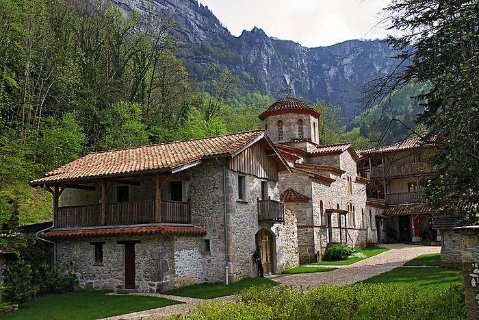 Монастырь Святого Антония (Сен-Лоран-ан-Руайан). Подворье афонского монастыря Симонопетра во Франции, в горном массиве Веркор.