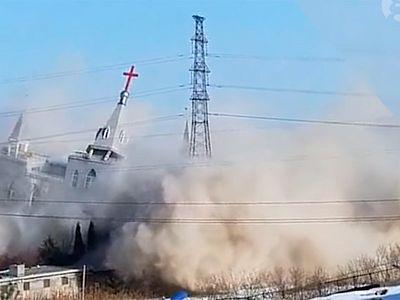 Власти Китая снесли 2 католических храма