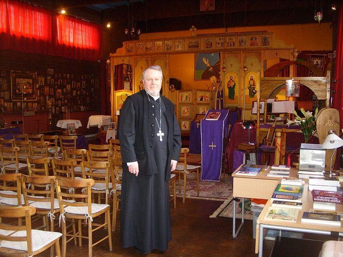 Священник Грегори Хэллэм