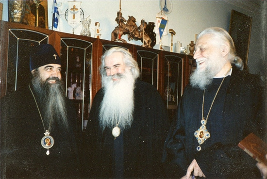 Крайний слева владыка ректор Филарет (Вахромеев), рядом с ним владыки Питирим (Нечаев) и Василий (Родзянко)