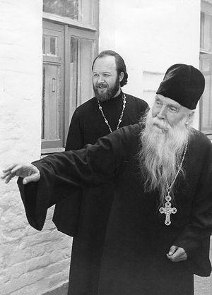 С духовником отцом Сергием Орловым в Отрадном, 1974 г