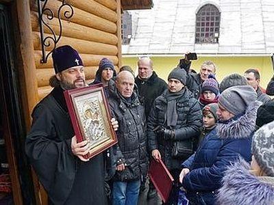 Архиерей посетил общину пострадавшего от пожара храма во Львове