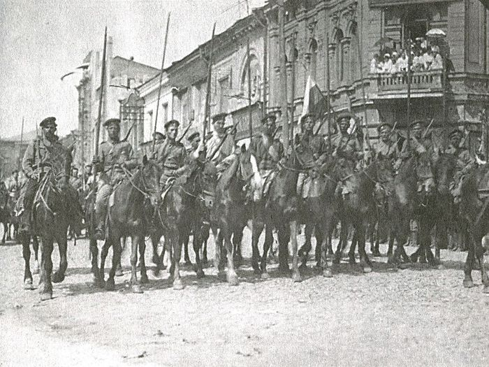 Белая кавалерия на улицах Харькова