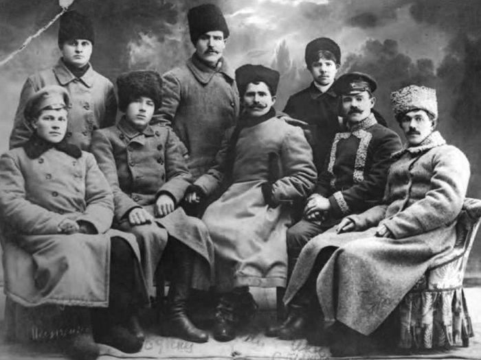 В.И. Чапаев в группе комсостава Красной гвардии