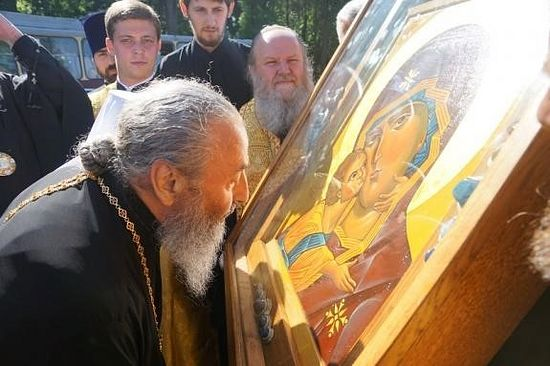 "Metropolitan Onufry by the miraculous Vladimir icon ""of the Tithes"" on the day of its first veneration, May 6 2017."