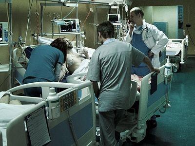 Мой брат работает медсестрой