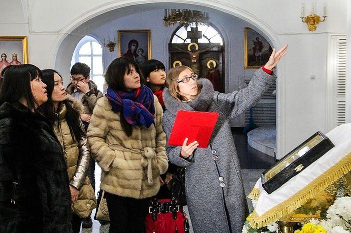 Китайские студенты на экскурсии по православным храмам Благовещенска