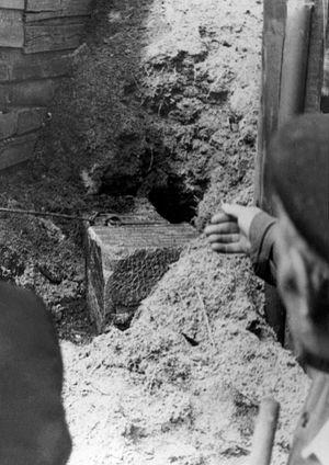 Обретение надгробия