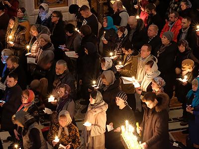Чтение Великого покаянного канона в Сретенском монастыре