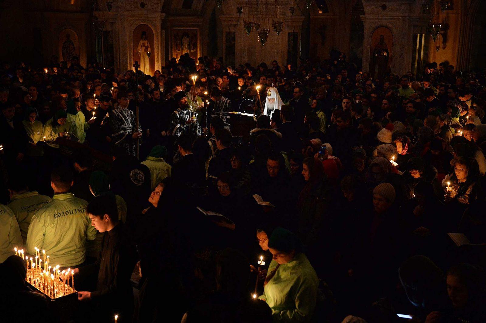 В четверг первой седмицы Великого поста Патриарх Кирилл совершил великое повечерие в Сретенском монастыре