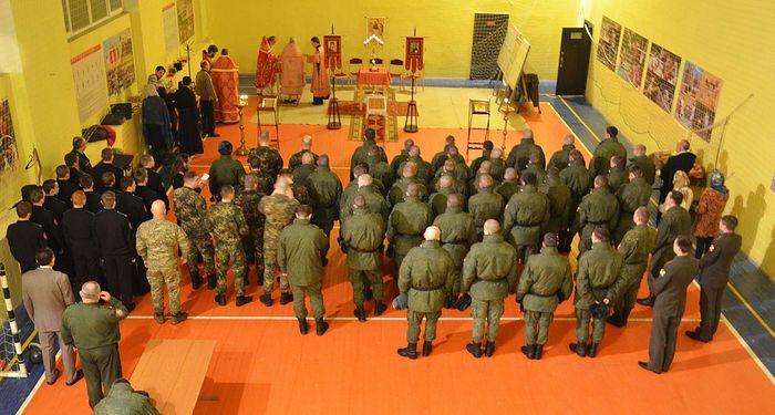 Литургия в спортзале военной части
