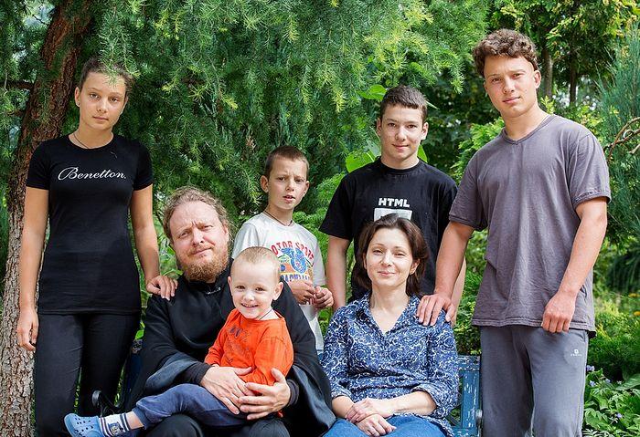 Протоиерей Федор Бородин с семьей