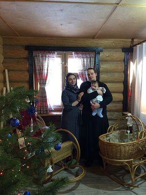 Отец Дмитрий с матушкой и сыном Илиодором