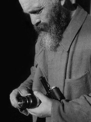 Михаил Пришвин с фотоаппаратом Leica
