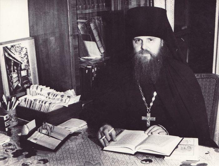 Архимандрит Венедикт в библиотеке Свято-Троицкой Сергиевой лавры.