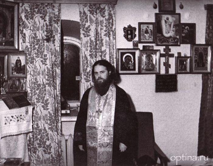 Архимандрит Венедикт в своей келии. Свято-Троицкая Сергиева лавра