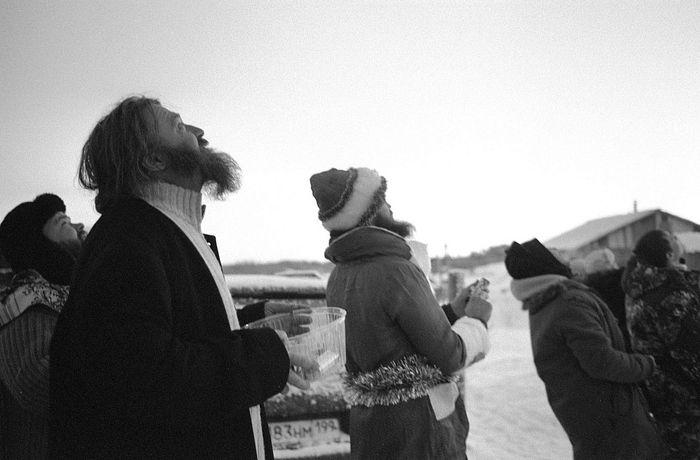 О. Аркадий и его гости смотрят на традиционный рождественский салют. Январь 2017