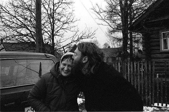 Аркадий с Ларисой, соседкой и старым другом. Она с семьей живет в соседней деревне Заозерье.