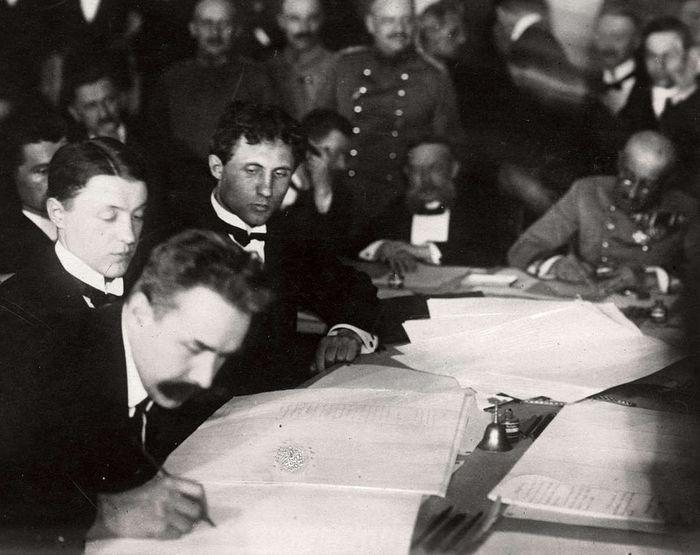 Подписание документов о перемирии в Брест-Литовске