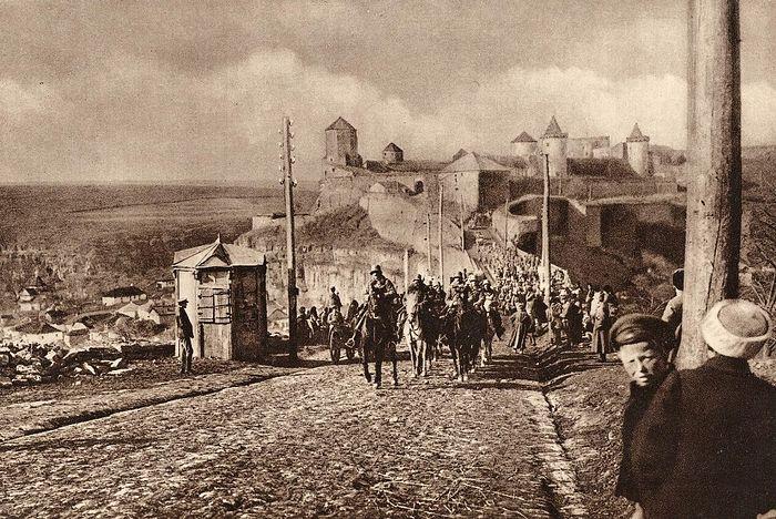 Последствия Брестского мира: Австро-Венгерские войска входят в г.Каменец-Подольский после подписания Брест-Литовского договора
