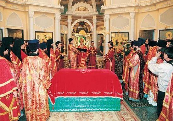 Святейший Патриарх Алексий II совершает Чин канонизации блаженной Матроны Московской. 2 мая 1999г. 2-й этаж Покровского храма обители