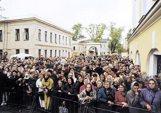 2 мая 1999г. Участники торжеств по случаю канонизации блаженной Матроны Москвской