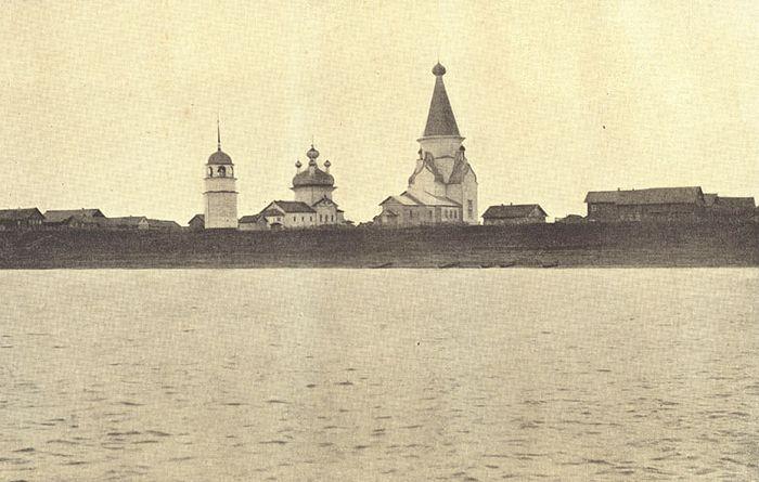 Два храма в д. Пияла с колокольней. Храм священномученика Климента – пятиглавый, по центру. Фото конца XIX в.