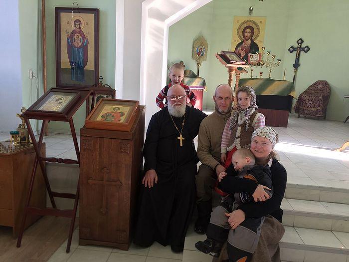 Протоиерей Алексий Новиков и Татьяна Иванова с семьей