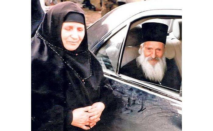 Игуманија Ефросимија са патријархом Павлом (Фото Архива манастира Грачаница)