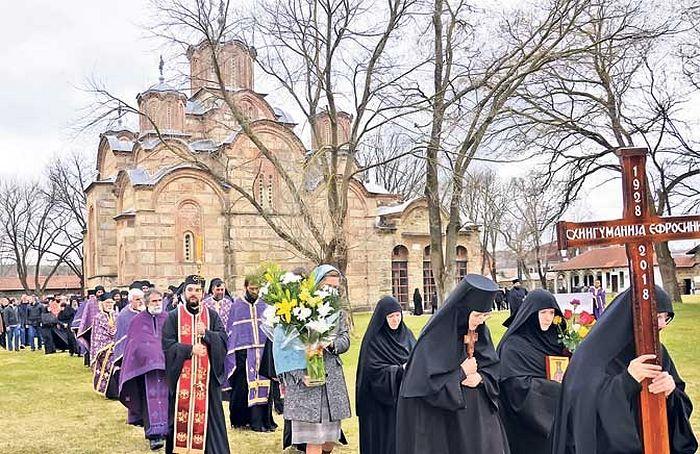 Владика рашко-призренски Теодосије са свештенством и бројним монаштвом служио опело (Фото Горан Андрејевић)