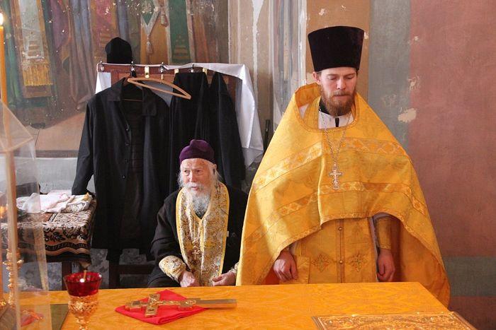 Отец Леонтий с внуком отцом Симеоном