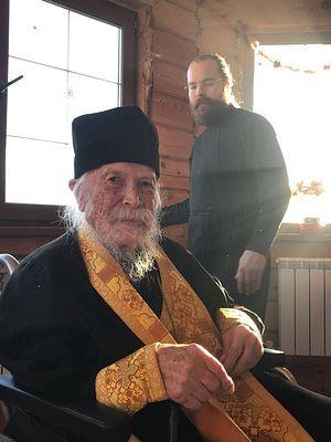 Отец Леонтий с внуком отцом Тихоном