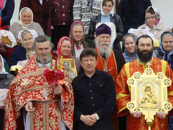Пасха. Рядом с отцом Леонтием Андрей Викторович Завражнов