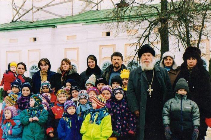 Приют «Рождественский» у своего духовника отца Леонтия, рядом Андрей Викторович Завражнов