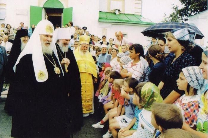 Святейший патриарх Алексий II с митрополитом Климентом в Преображенском храме в Прысках