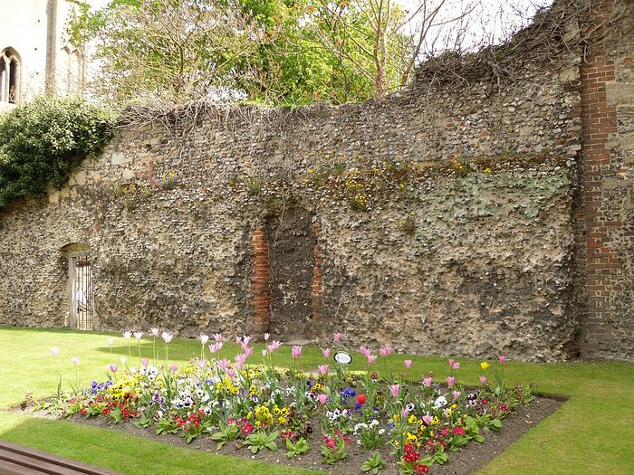 Ruins of Bury St. Edmunds Monastery, Suffolk (photo by Irina Lapa)