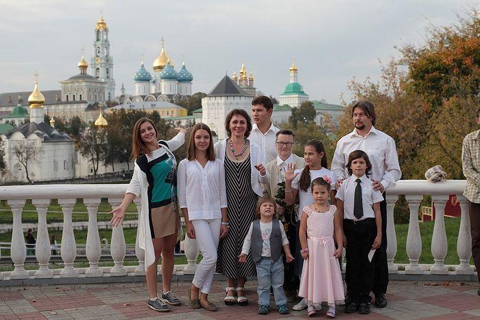 Семья Провада в сборе. Свекрови матушке Лидии – 70 лет. 2015 год