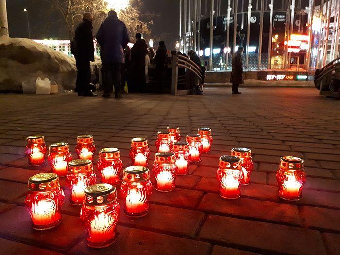 Добровольцы на Киевском вокзале вместе с подопечными помянули жертв страшной трагедии в Кемерово